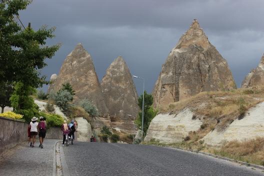 cappadocia_goreme_road