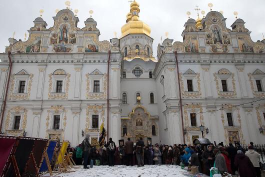 Противники евроинтеграции собираются возле Успенского собора Киево-Печерской лавры