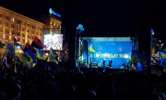 Сцена майдана в Киеве, декабрь 2013