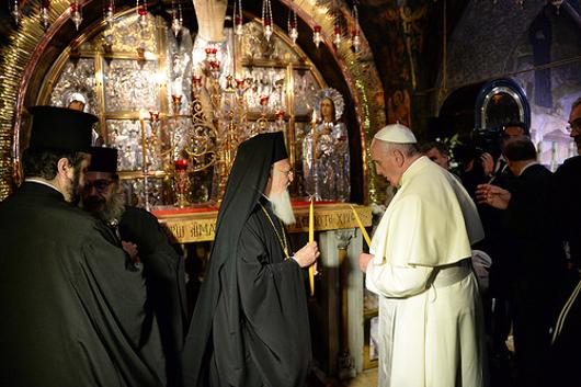 Вселенский патриарх Варфоломей и папа Римский Франциск на Голгофе в Иерусалиме, 25 мая 2014