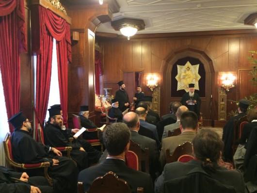 Вселенский патриарх Варфоломей выступает на встрече с международной группой православных ученых в своей резиденции на Фанаре