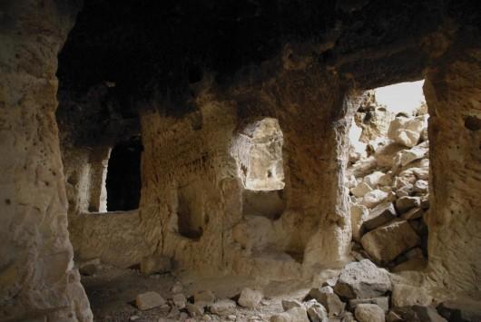 Каппадокия известна пещерными городами, вырезанными из туфа - легкой и пористой вулканической породы.