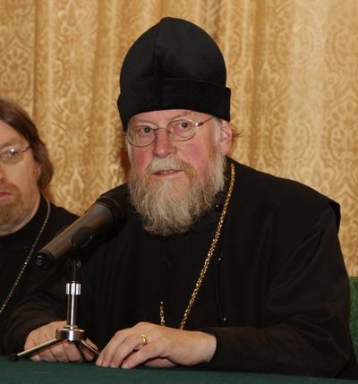 Священник Андрей Лаут (Andrew Louth) — почетный профессор патристики и византологии Даремского университа, Великобритания.